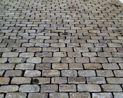 The consistent size and pattern of this cobblestone installation provides a more formal feel