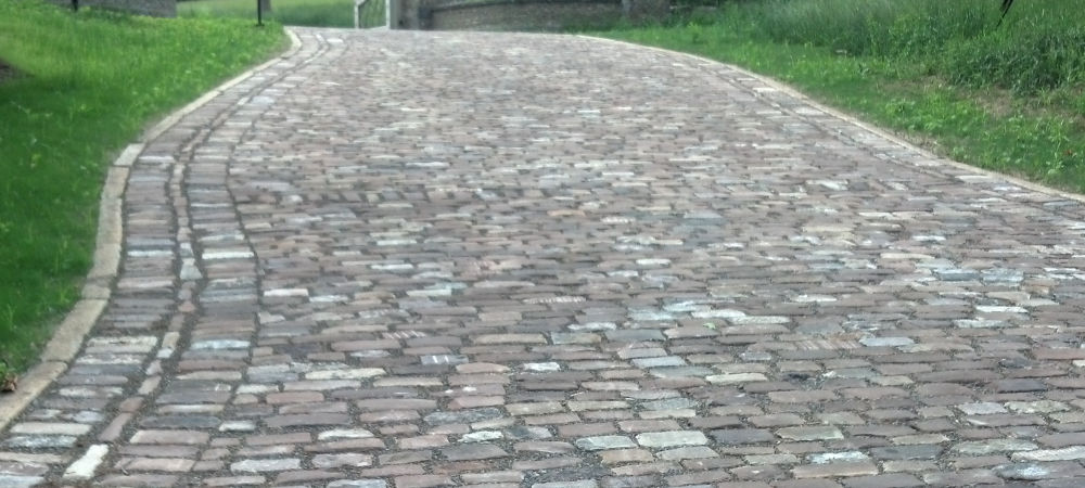 Experienced Brick and Stone Reclaimed Medina Cobblestones